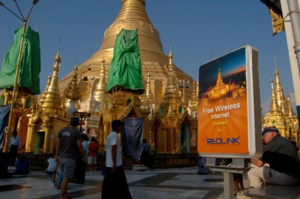 Hier ist immer am meisten los: Freie Internetzone an der Schwedagon.